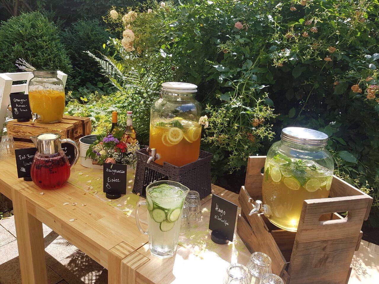 Limonadenbar im Garten